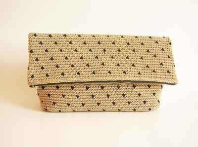 Crochet pattern for polka dot clutch.