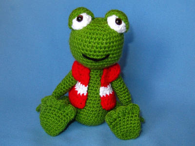 My Friend Frog Hugo - Amigurumi Crochet Pattern / PDF e-Book / Stuffed Animal Tutorial