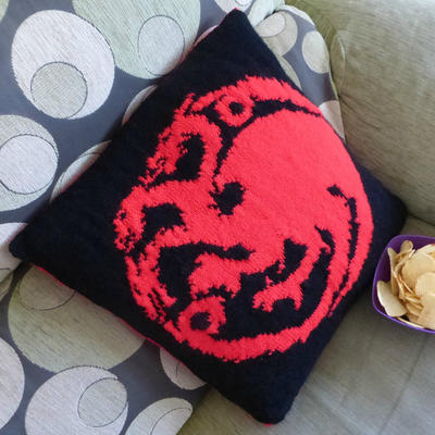 """Targaryen"" Pillow Knitting Pattern"