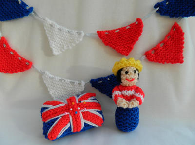 Doll Knitting Pattern / A Miniature Queen, Bunting & Union Jack Pin Cushion