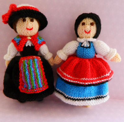 Doll Knitting Pattern / Chiara and Desislava - Folk Dolls