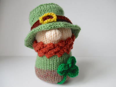 Blarney the Leprechaun toy knitting pattern