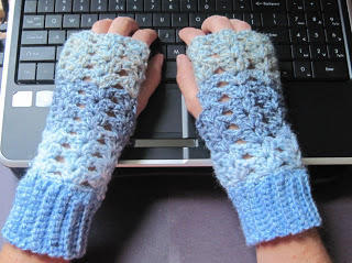 Crochet pattern fingerless gloves
