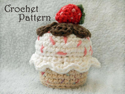 Crochet Cupcake with Strawberry