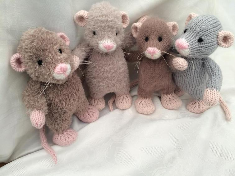 Little Rattie Knitting Pattern