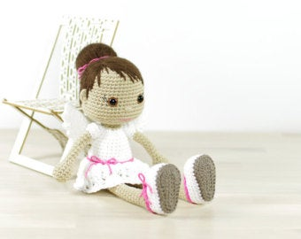Crocheted angel doll pattern