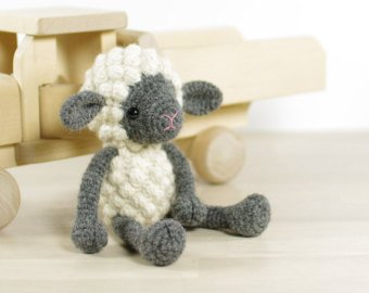 Small sheep - Crochet pattern with photos
