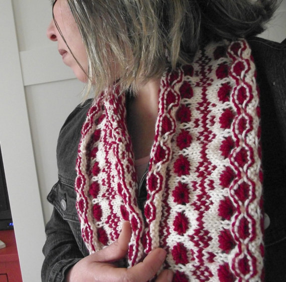 Berry Cowl - two colors knit scarf pattern