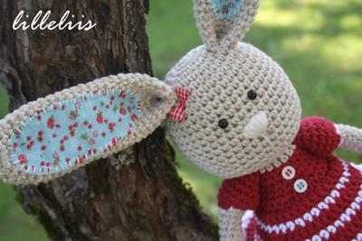Frilly-pants Bunny