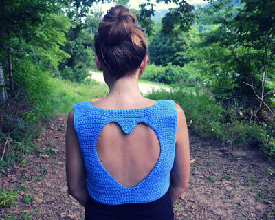 Crochet heart cut out crop top pattern - Anahata