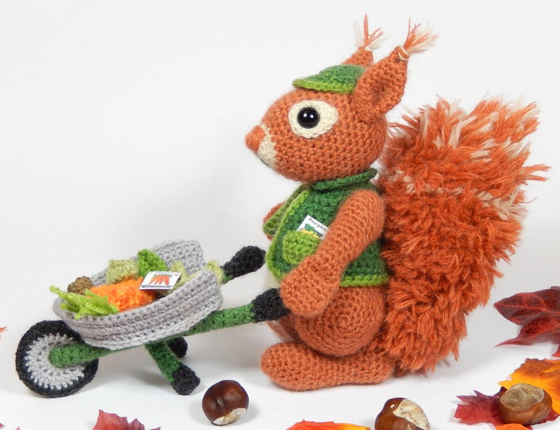 Cyril the Squirrel, Head Gardener - Amigurumi Crochet Pattern