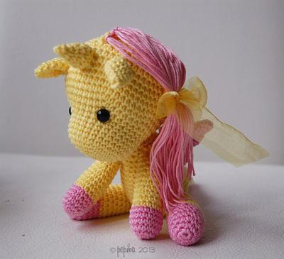 Amigurumi Rose Free Pattern : misterpattern - Amigurumi Pattern - Peachy Rose the Unicorn