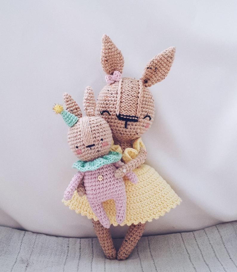 Easter crochet decoration: BUNNY with BABY amigurumi pattern