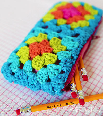 Crochet Granny Square Zippered Pouch Tutorial