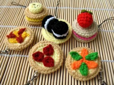 Miniature Crochet Pattern- PIZZA AND BISCUITS- Cell Phone Charm