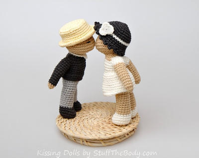 Kissing Dolls Amigurumi Pattern