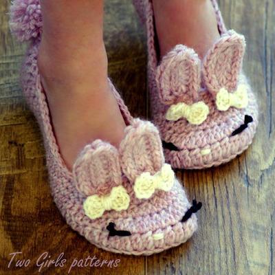 Children's Crochet Pattern -The Classic Year-Round Bunny Slipper - Big Kid's shoe Sizes 10-2