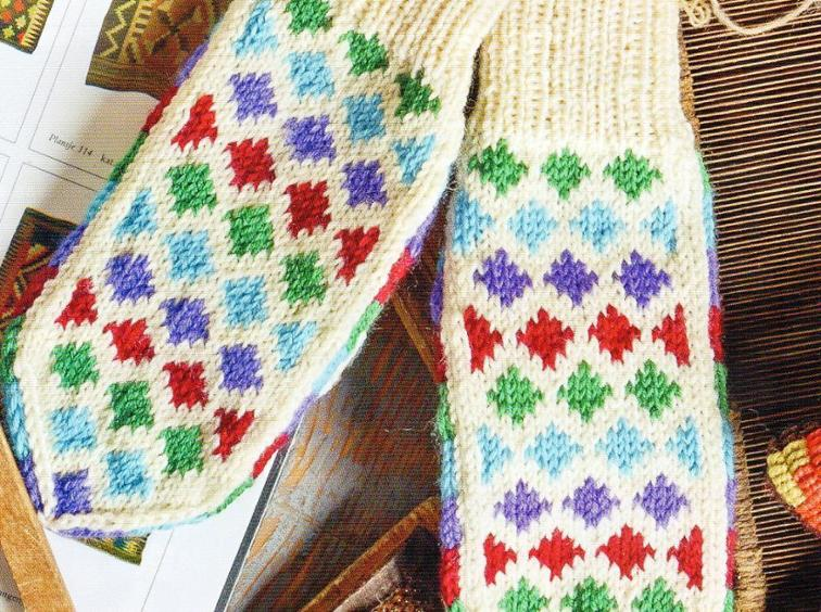 Nordic Patterned Mittens