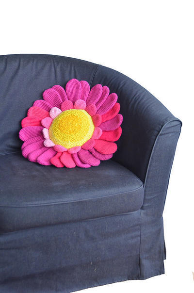 Daisy Pillow Crochet Pattern